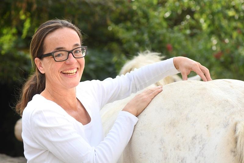 Ursula Weisgram behandelt auch Pferde